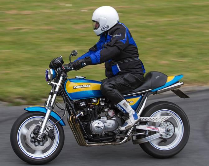 Kawasaki-Z650-Custom-on-Track