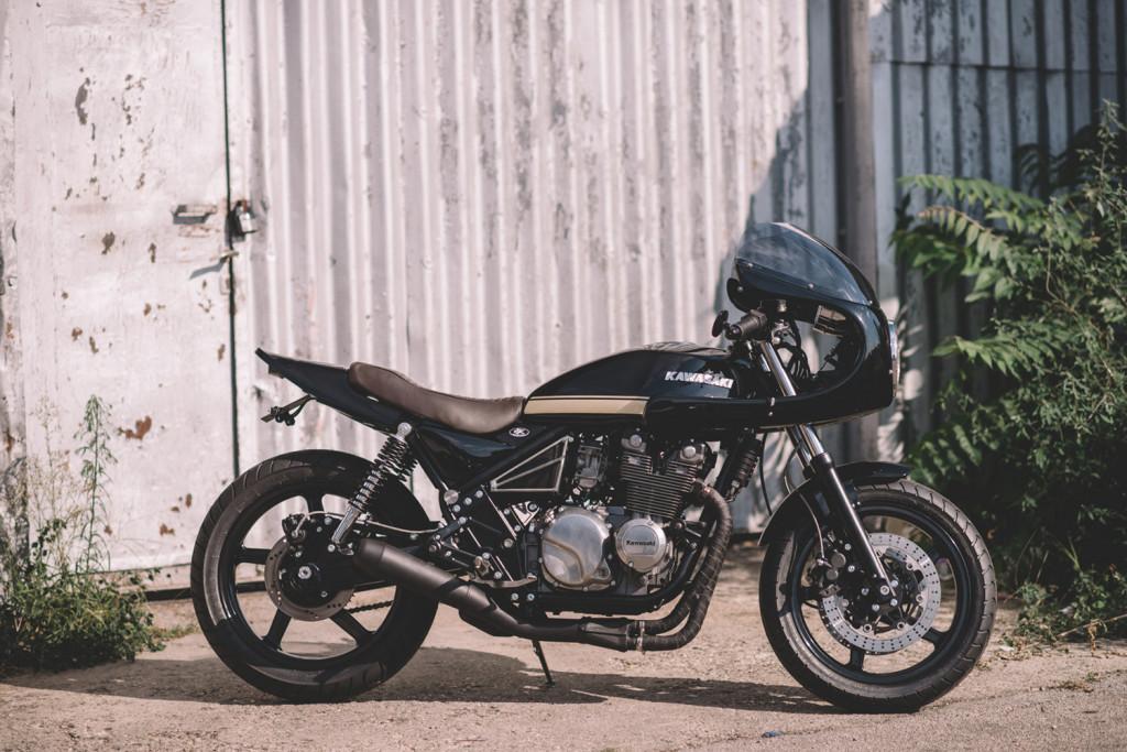 Kawasaki-ZR550-Cafe-Racer-1