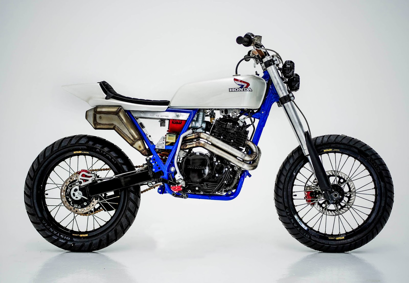 honda xr600 tracker by herencia custom garage bikebound. Black Bedroom Furniture Sets. Home Design Ideas