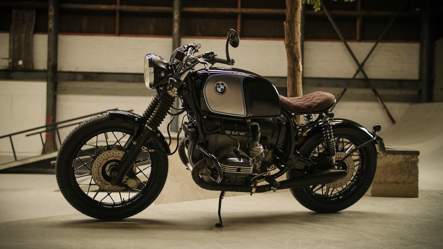 bmw r100rs cafe racer by moto adonis bikebound. Black Bedroom Furniture Sets. Home Design Ideas