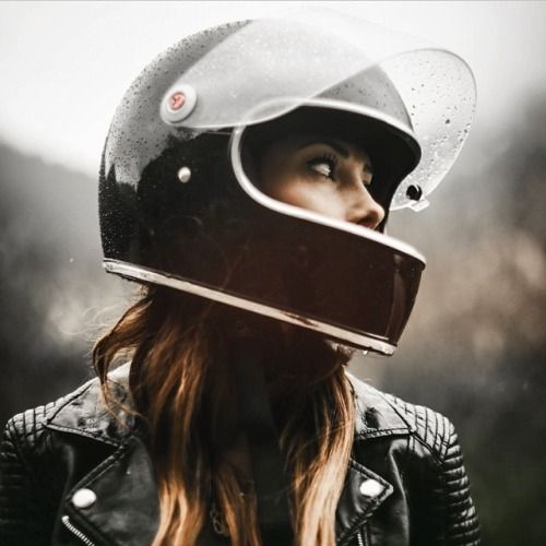 To Thumbing Its Nose At Modern Trends The Biltwell Gringo S Manages Hit On All Of Points That We Think Are Critical When Buying A Retro Helmet