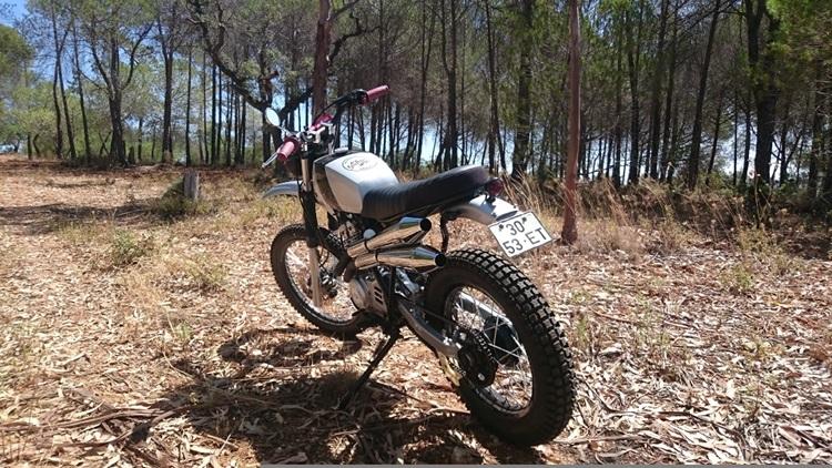 Yamaha-XT350-Scrambler-4