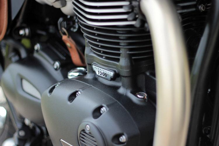 Triumph Bonneville T120 Tracker