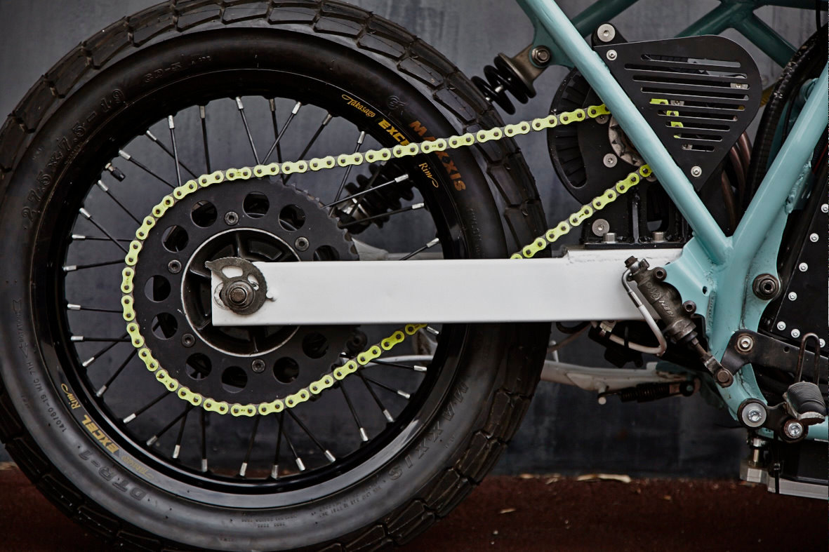 22be984c8f3 Enter the team at Jambon-beurre Motorcycle of France, who decided to build  one of the first electric custom bikes. They chose a 1993 Suzuki DR800 for  the ...