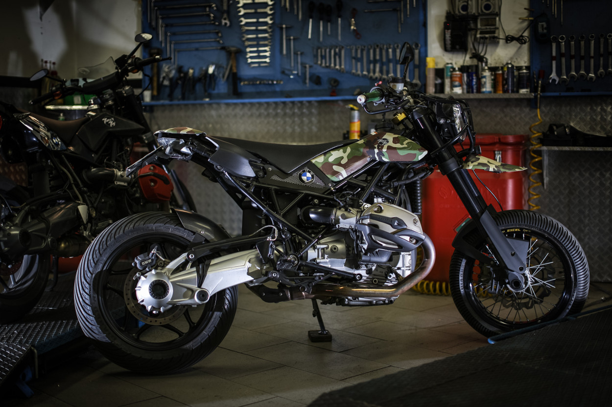 bmw r1200gs street tracker by tony s toy bikebound. Black Bedroom Furniture Sets. Home Design Ideas
