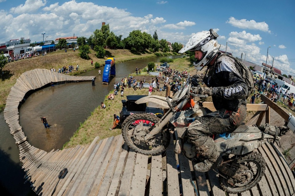 hard enduro wooden bridge