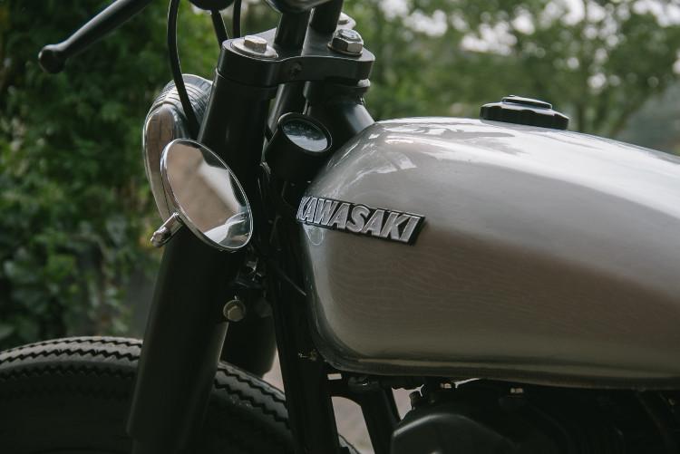 Kawasaki W650 Brat Tracker