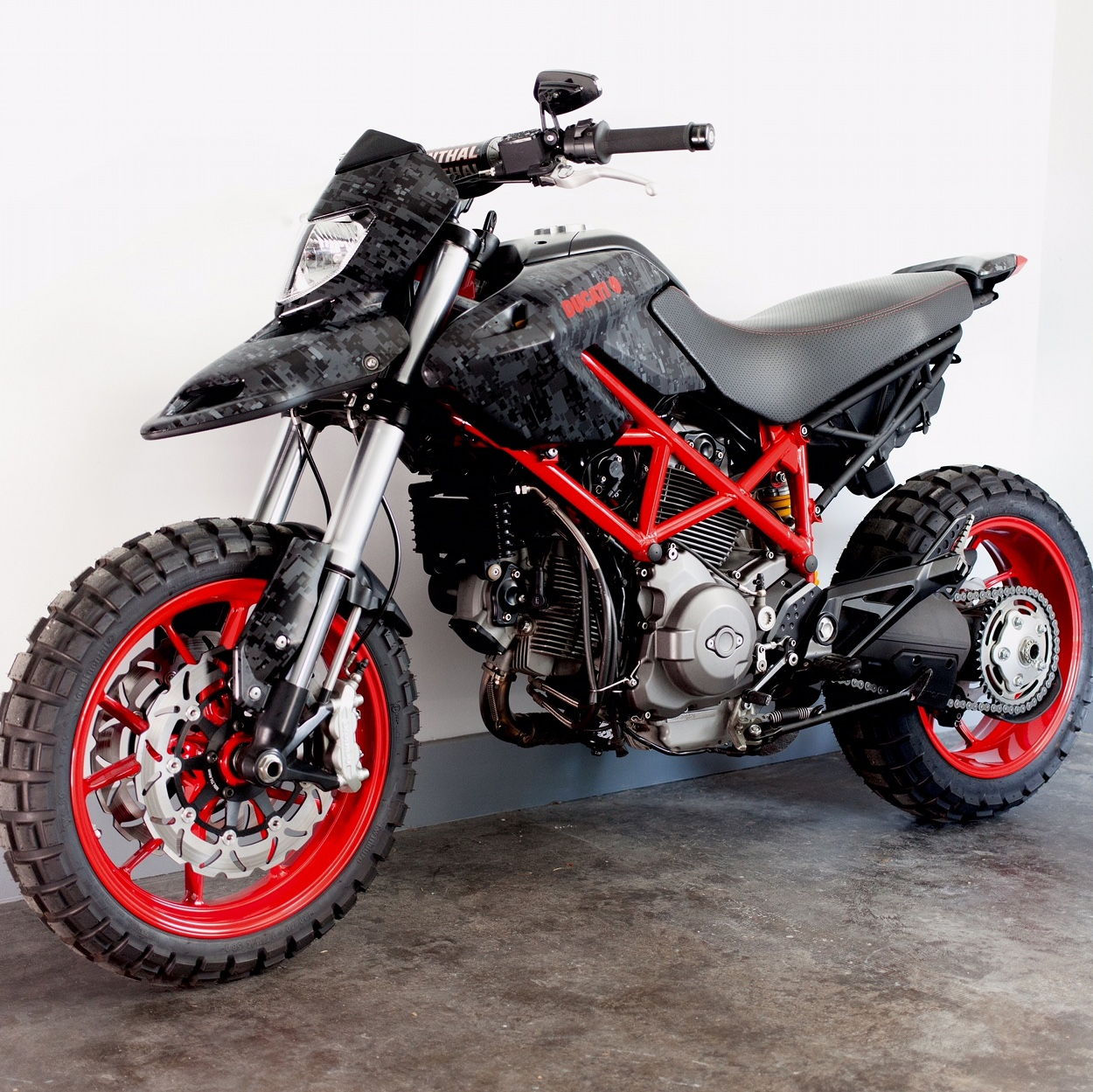 custom ducati hypermotard 796 by jesse spade bikebound. Black Bedroom Furniture Sets. Home Design Ideas