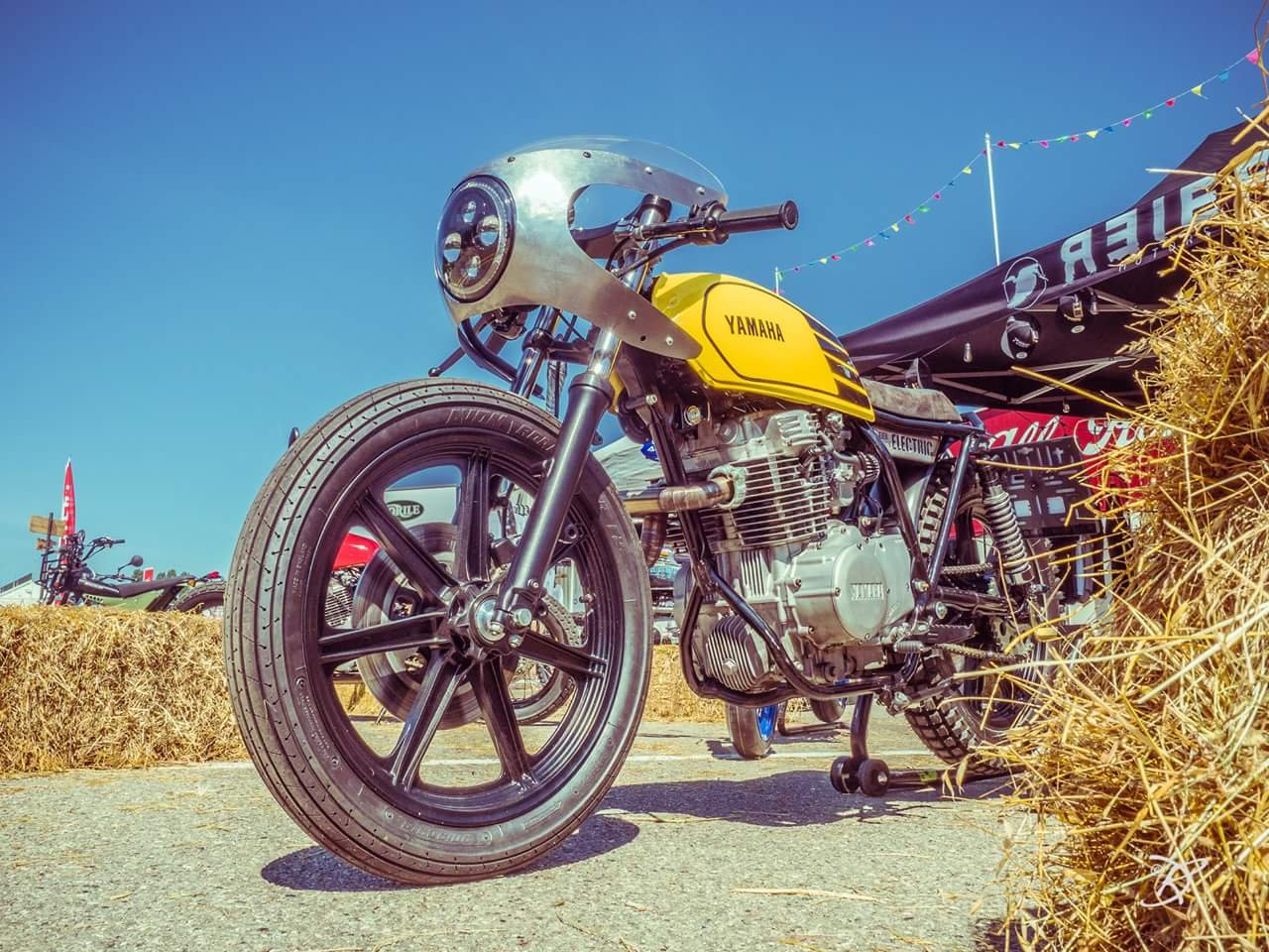 ... a small garage focused on customizing and restoring a wide range of  makes and models. When a customer wished for something special from his  XS400, ...