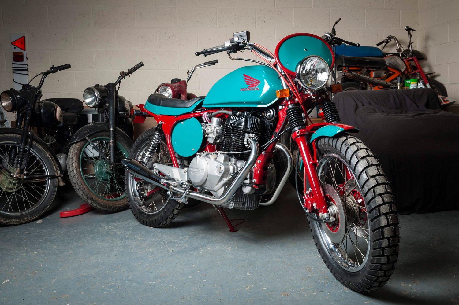 Honda CB400N SuperDream Tracker