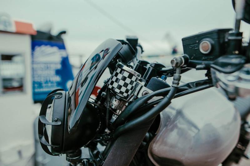 Yamaha XJR1300 Brat Tracker