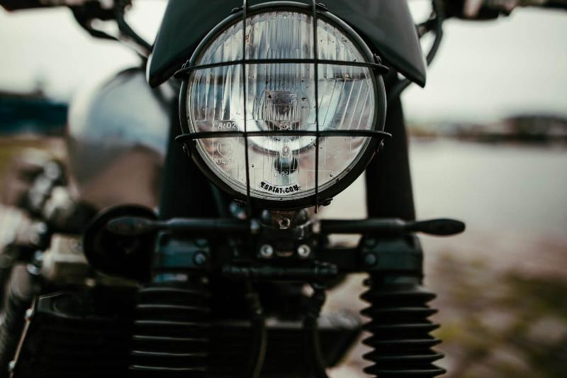 Custom Yamaha XJR1300 Brat Tracker