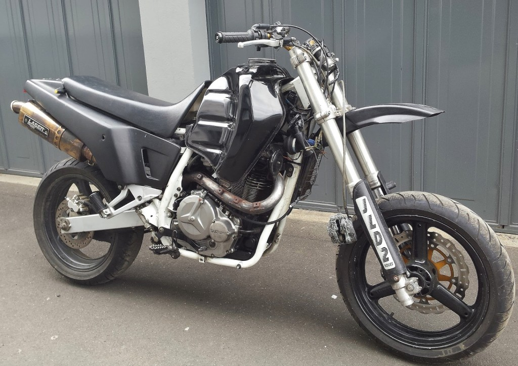 Suzuki DR800 Scrambler