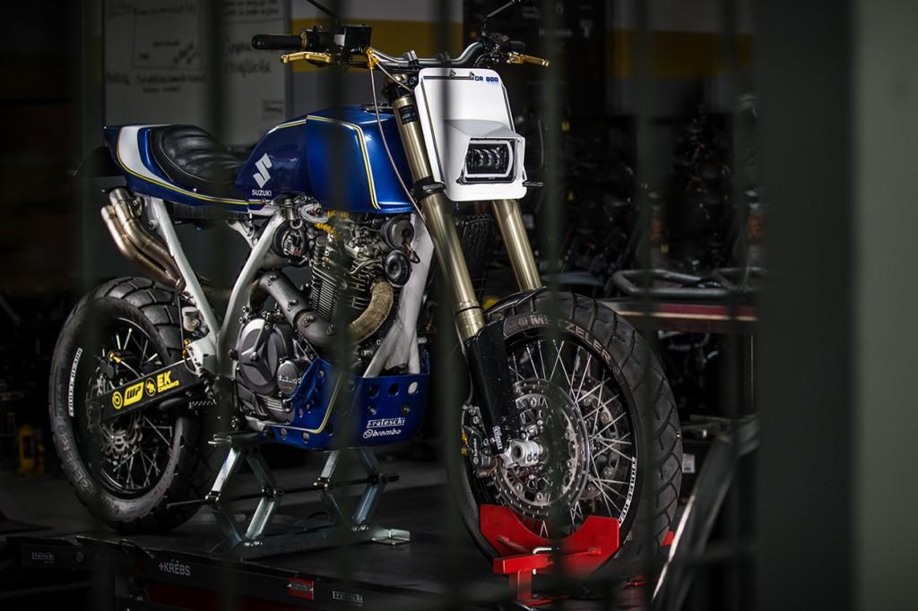 Suzuki DR800 Tracker