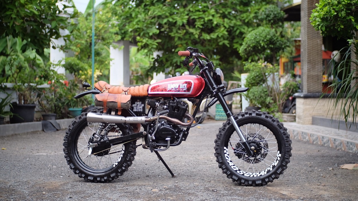 Honda CB100 Scrambler