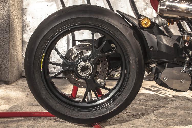 Ducati Monster 1200 R Custom