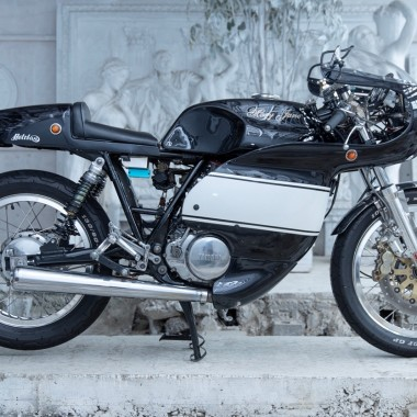 Yamaha SR400 Cafe racer