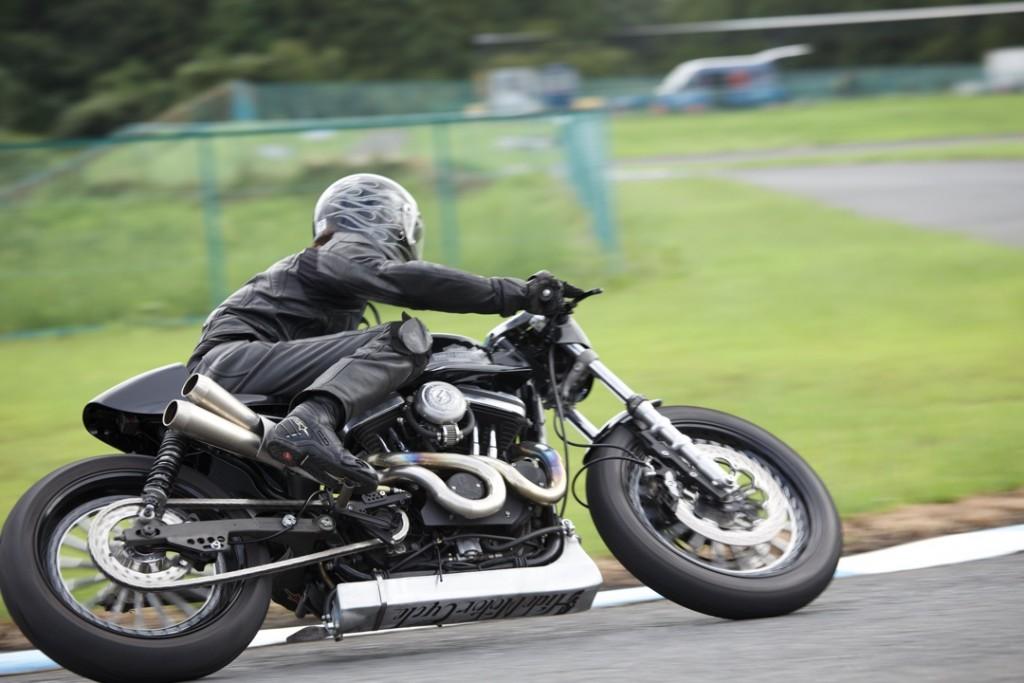 883R Cafe Racer