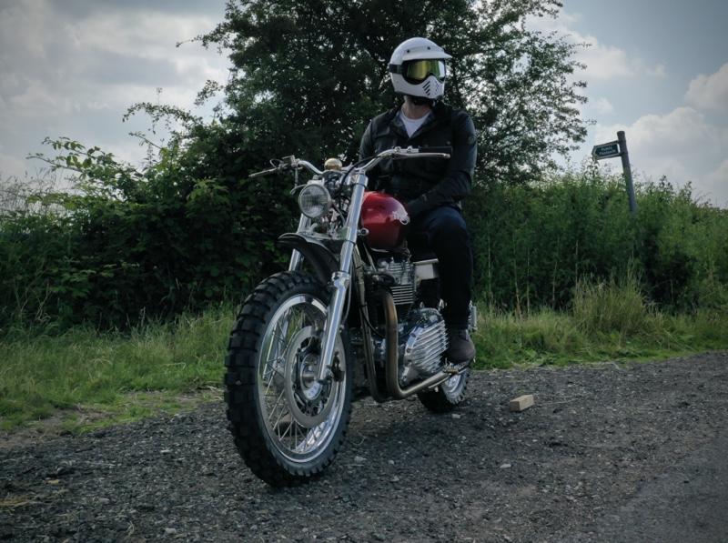 Triumph T100 Bonneville White Helmet